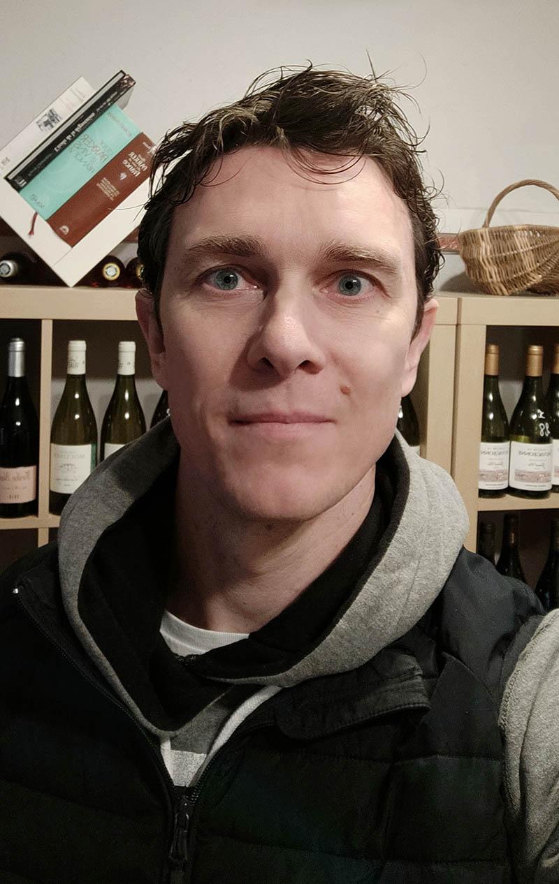 Benoît Chevalier, caviste dans le centre ville de Lunel