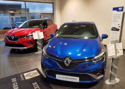 Hall d'exposition du garage Bénet, Agent Renault et Dacia à Gallargues le Montueux