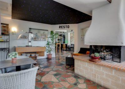 Un des espaces de détente disponible dans l'hôtel Restaurant Mon Auberge à Lunel