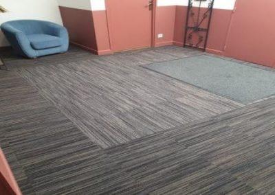 Pose de revêtements de sol dans un hall d'hôtel à Lunel